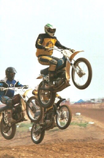budds creek0009 three bike jump.jpg